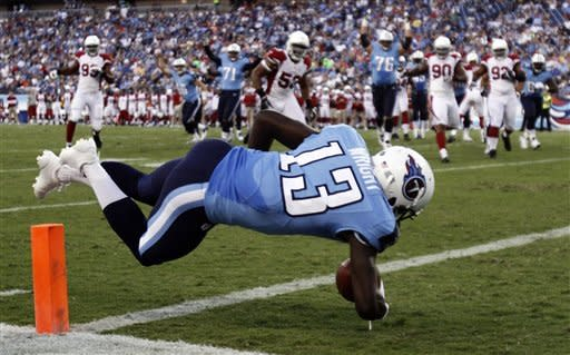 Locker has 2 TDs as Titans beat Cardinals 32-27
