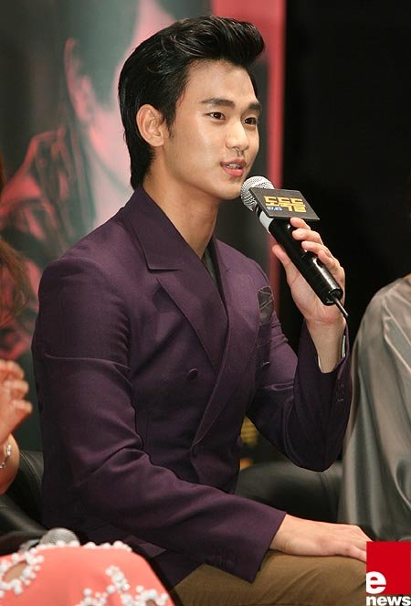 Kim Soo Hyun Talks about Kissing with Jun Ji Hyun for The Thieves