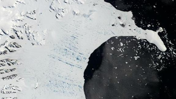 Epic Antarctic Ice-Shelf Collapse Caused by Chain Reaction