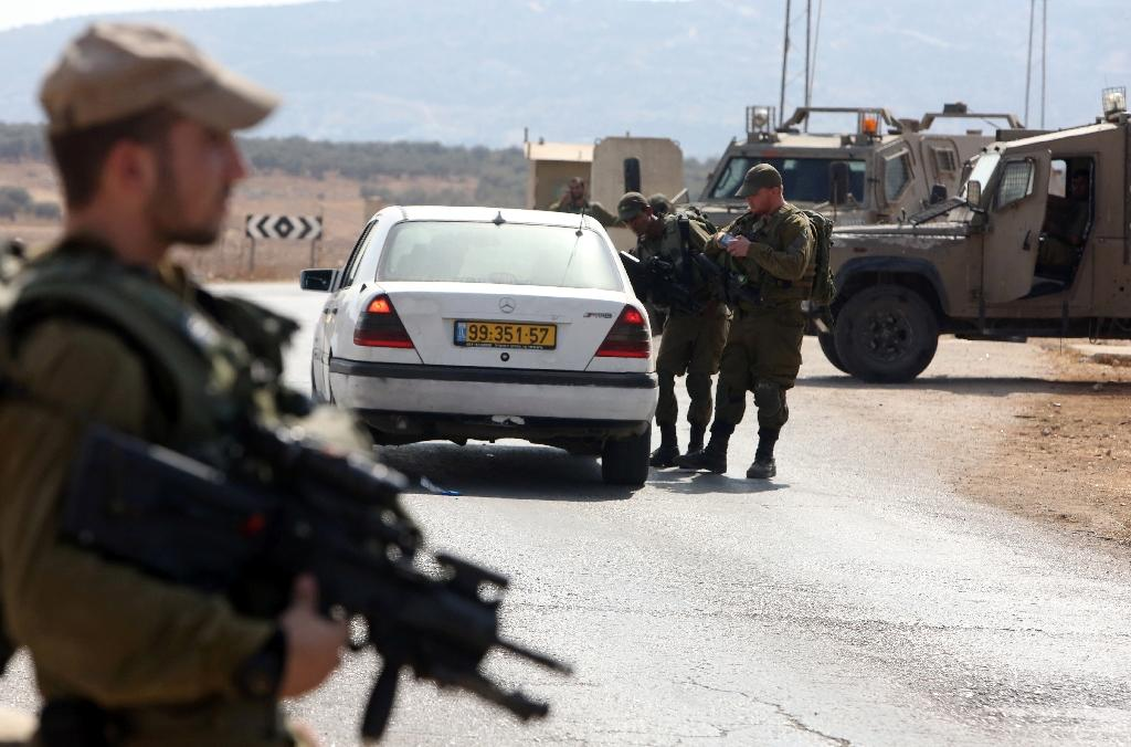 Israeli troops hunt killers of Jewish settler couple