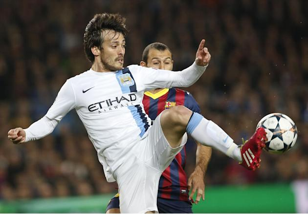 Manchester City's David Silva, left controls the ball ahead of Barcelona's Javier Mascherano during a Champions League, round of 16, second leg, soccer match between FC Barcelona and Mancheste