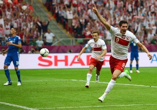 Poland/Greece - Poland lead Greece 1-0 at half-time