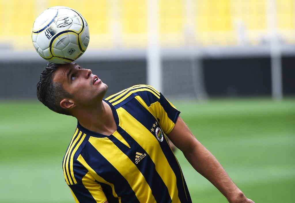 Fenerbahce boss defends treatment of disgruntled Van Persie