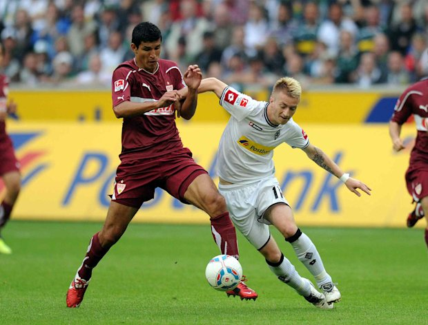 SOCCER/FUTBOL MEXICANOS EN EUROPA 2011 VFB STUTTGART FRANCISCO RODRIGUEZ Action photo of Francisco Rodriguez (L) of the VfB Stuttgart of the german Bundesliga./Foto de accion de Francisco Rodriguez (I) del VfB Stuttgart de la Bundesliga alemana. 14 August 2011. MEXSPORT/FIROSPORT PHOTO