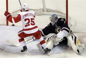 Mrazek wins NHL debut, Red Wings beat Blues 5-1