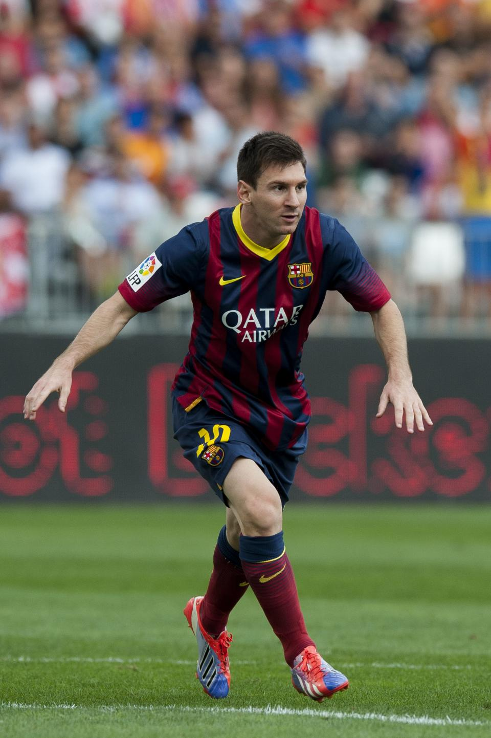 Barcelona's Messi out for 2-3 weeks with injury