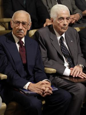Former Argentine dictator Jorge Rafael Videla, left, and Army Gen. Luciano Benjamin Menendez attend the last day of their trial in Cordoba, Argentina, Wednesday Dec. 22, 2010. Videla and former officers are facing charges involving 31 killings during the country's dirty war. A verdict in the case is expected Wednesday. (AP Photo/Natacha Pisarenko)