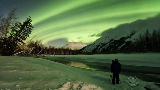 Photographer captures fleeting glimpse of nature's greatest light show
