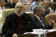 Former Cuban leader Fidel Castro (L) attends the opening session of the National Assembly of the People&#39;s Power beside his brother, Cuban President Raul Castro, in Havana February 24, 2013. REUTERS/Ismael Francisco/Courtesy of Cubadebate/Handout
