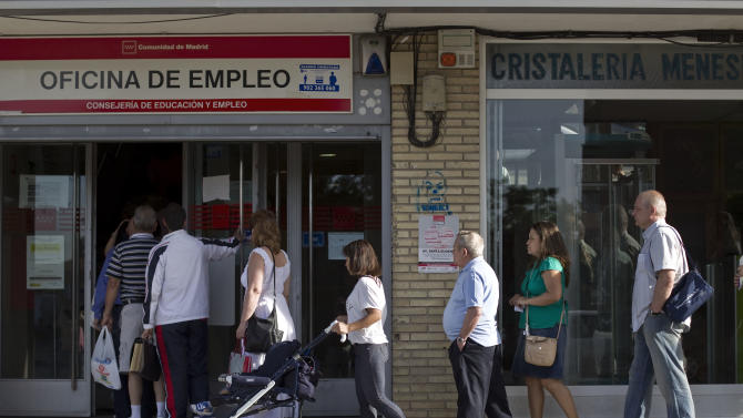 People enter an unemployment registry office in Madrid, Spain, Monday, June 4, 2012. The Labor Ministry reported a drop of 30,313 people claiming benefits, to a total of 4.71 million unemployed people in May, a traditionally good month for hiring as companies prepare for the vacation season. (AP Photo/Alberto Di Lolli)