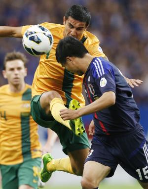 Australia's Tim Cahill, left, and Japan's Yasuyuki Konno battle for the ball during the 2014 FIFA World Cup Brazil Asian qualifiers in Saitama, near Tokyo, Tuesday, June 4, 2013. (AP Photo/Koji Sasahara)
