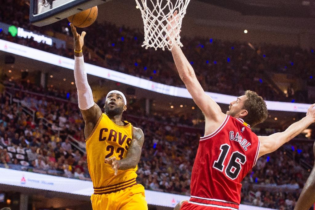 Resurgent LeBron James leads Cavaliers, Rockets rebound