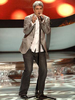 Taylor Hicks performs on April 11 FOX's American Idol