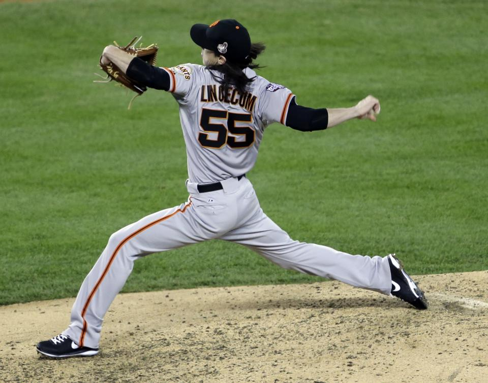 San Francisco Giants relief pitcher Tim Lincecum throws during the sixth inning of Game 3 of baseball's World Series against the Detroit Tigers Saturday, Oct. 27, 2012, in Detroit. (AP Photo/Paul Sancya )