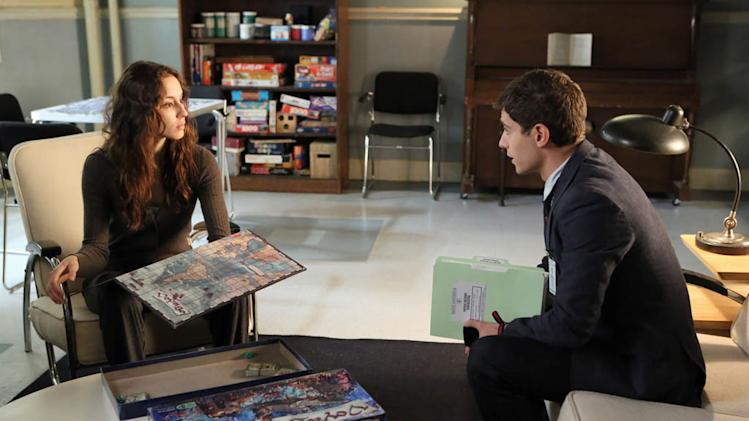 """Pretty Little Liars"" - ""I'm Your Puppet"" TROIAN BELLISARIO, JULIAN MORRIS"