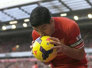 Liverpool's Luis Suarez reacts during their English Premier League soccer match against Cardiff City at Anfield in Liverpool, northern England December 21, 2013. REUTERS/Phil Noble