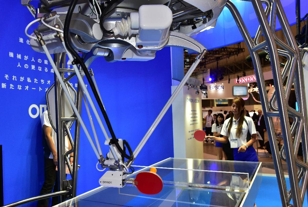 Ping pong robot, mirror that 'doesn't lie' unveiled in Japan