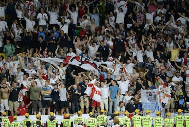 English Fans AFP/Getty Im …