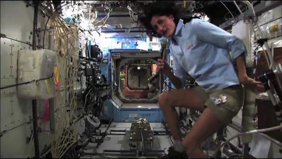 Space Triathlon: Station Astronaut to Compete Where No One Has Before