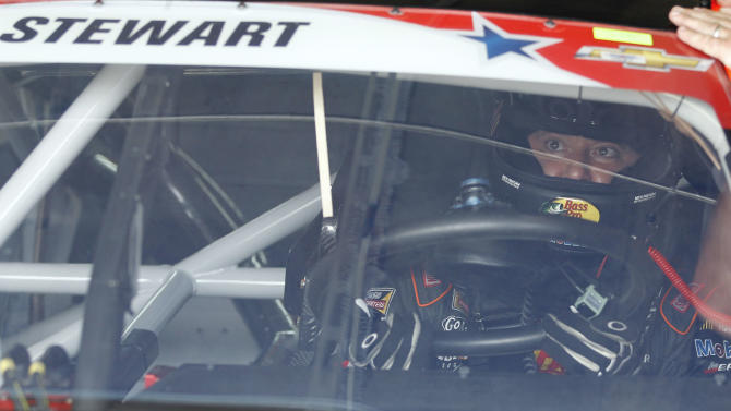 Stewart drives sprint car for 1st time since wreck