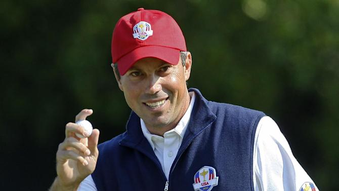 USA's Matt Kuchar reacts after making a putt on the sixth hole during a four-ball match at the Ryder Cup PGA golf tournament Friday, Sept. 28, 2012, at the Medinah Country Club in Medinah, Ill. (AP Photo/Charles Rex Arbogast)