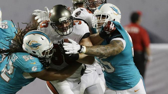 Bucs rally late to beat Dolphins 17-16