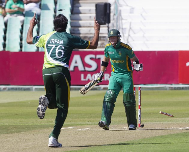 Pakistan's Irfan celebrates wicket of South Africa's Ingram during fourth One Day International cricket match in Durban