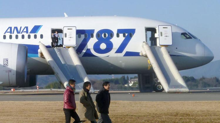 Grounding of 787s adds to scrutiny of new plane