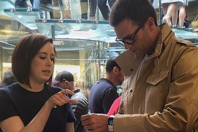 Look at Tom Brady buying an Apple Watch with all his stupid handsomemoney