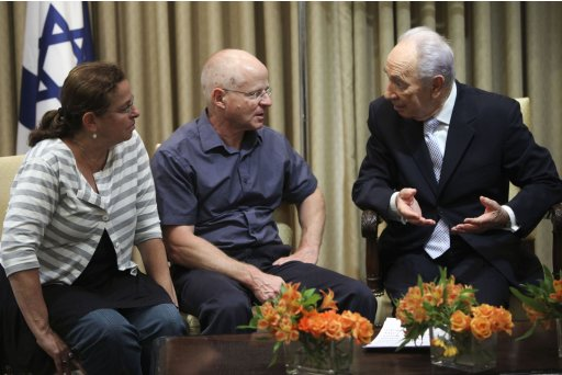 Israeli President Shimon Peres talks to Noam and Aviva Schalit, parents of captured Israeli soldier Gilad Schalit, at the president's residence in Jerusalem