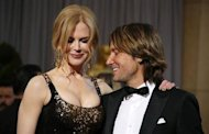 Presenter actress Nicole Kidman, wearing L?Wren Scott dress and Fred Leighton jewels, poses with her husband Keith Urban as they arrive at the 85th Academy Awards in Hollywood, California February 24, 2013. REUTERS/Lucy Nicholson