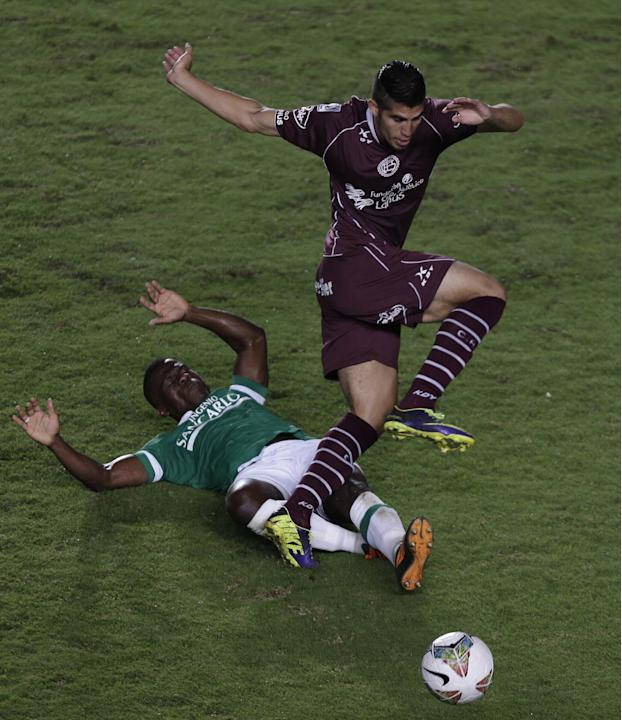 Mauricio Casierra of Colombia's Deportivo Cali, left, battles for the ball with Oscar Benitez of Argentina's Lanus during a Copa Libertadores soccer match in Cali, Colombia, Thursday, March 13