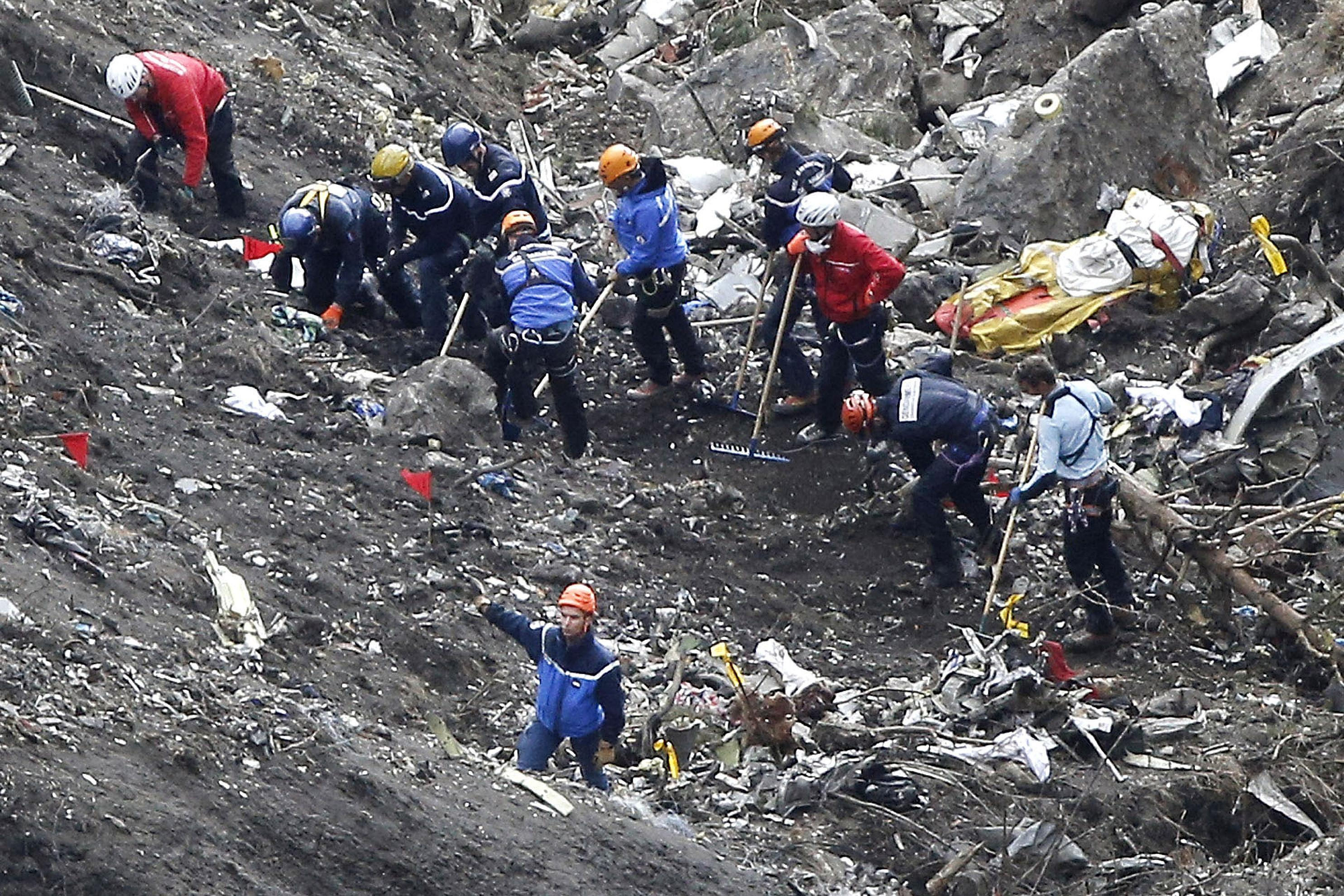 Report: Germanwings crash co-pilot tried descent previously