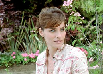 Amanda Peet in New Line Cinema's Martian Child