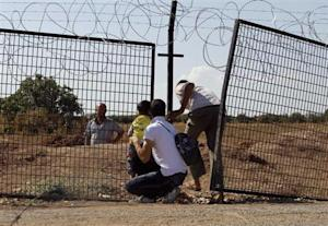 Civilians try to enter Turkey illegally at the Bab Al-Salam border crossing