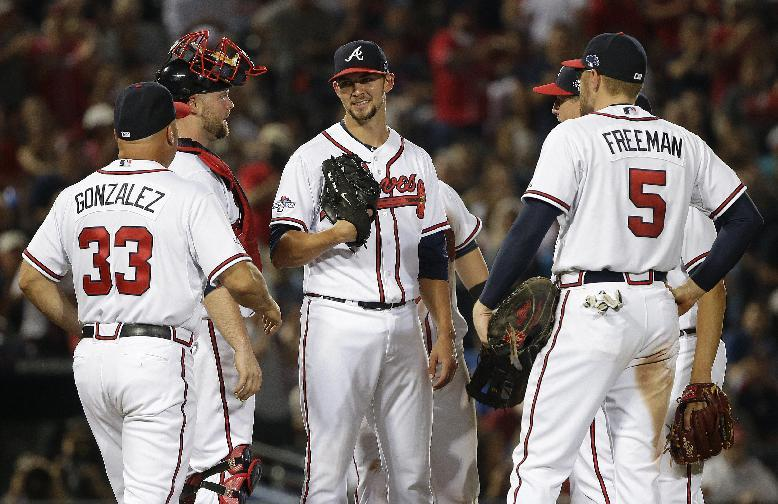 Minor leads Braves past Dodgers 4-3, series tied