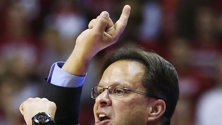 Indiana head coach Tom Crean gives instructions to his team during the first half of an NCAA college basketball game against Bryant, Friday, Nov. 9, 2012, in Bloomington, Ind. (AP Photo/Darron Cummings)