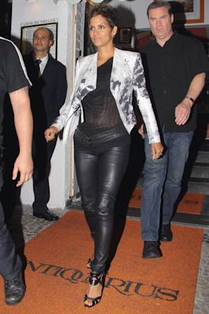 Wednesday April 10, 2013. Halle Berry leaves the Antiquarius restaurant in Leblon, Rio de Janeiro. --