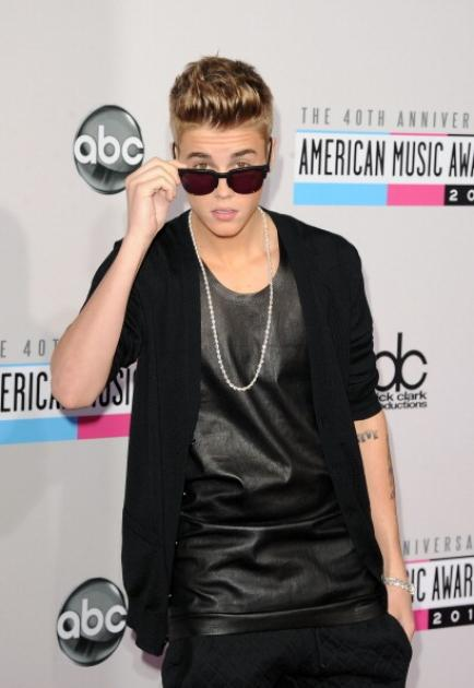 Justin Bieber shows off his shades as he attends the 40th American Music Awards at Nokia Theatre on November 18, 2012 in Los Angeles -- Getty Images
