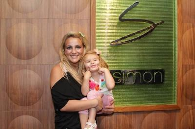 Jamie Lynn Spears and daughter Maddie are all smiles after dining with friends and family at Simon at Palms Place in Las Vegas on May 6, 2011 -- Edison Graff