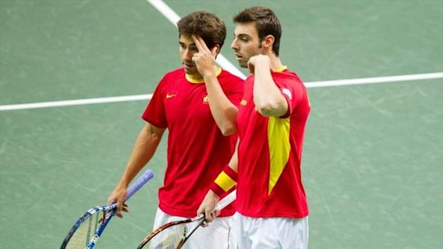 Marcel Granollers y Marc Lpez en un partido de Copa Davis
