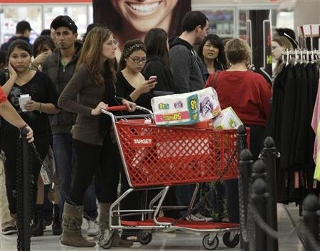 A crowd of shoppers browse at Target on Thanksgiving Day in Burbank, California November 22, 2012. REUTERS/Jonathan Alcorn