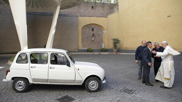 popefrancisrenault1 - Pope Francis' newest ride: A 29-year-old beater with 186,000 miles - Cars and Automotive