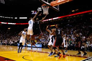 James hits winner, Heat top Magic for 16th in row