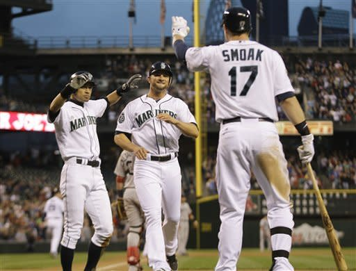 Mariners outlast Red Sox in 11 innings 3-2