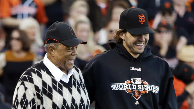 Willie Mays and San Francisco Giants' Barry Zito walk to the mound to help with the ceremonial first pitch before Game 2 of baseball's World Series against the Detroit Tigers Thursday, Oct. 25, 2012, in San Francisco. (AP Photo/David J. Phillip)