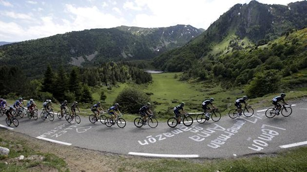 Team Sky riders lead the pack with Christopher Froome of Britain (3rdR) as they clim the Pailheres pass during the 195 km eight stage of the centenary Tour de France cycling race from Castres to Ax 3 Domaines
