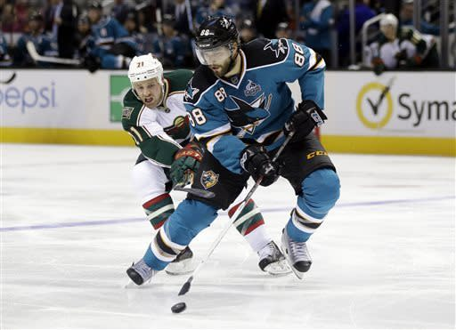 Boyle helps Sharks win 6th straight, 4-2 over Wild