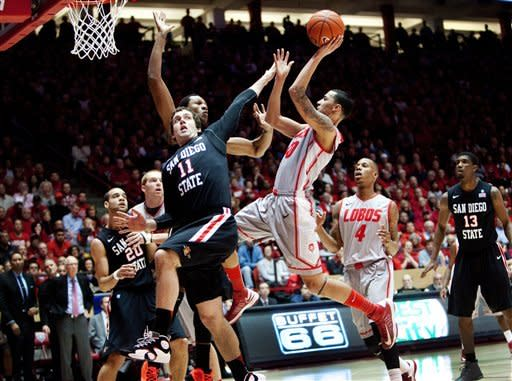 No. 14 New Mexico beats San Diego State 70-60