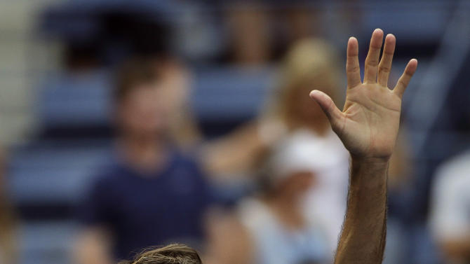 Roger Federer, of Switzerland, waves after defeating Leonardo Mayer, of Argentina, during the first round of the U.S. Open tennis tournament, Tuesday, Sept. 1, 2015, in New York. (AP Photo/Matt Rourke)